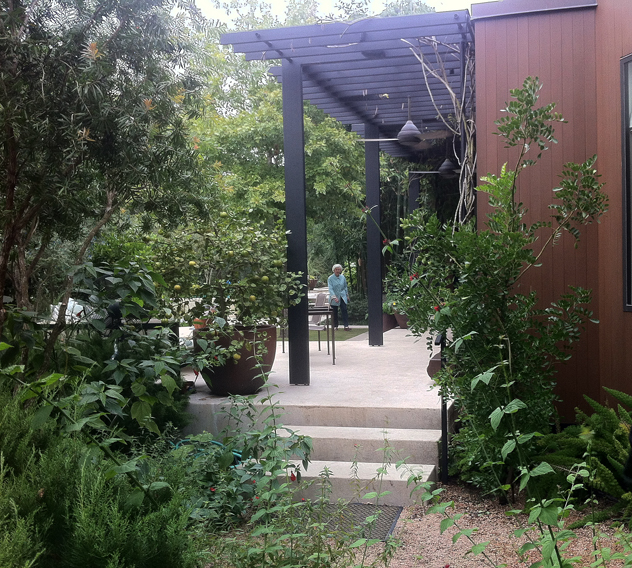 Johnny Steele: Pergola off of Modern house
