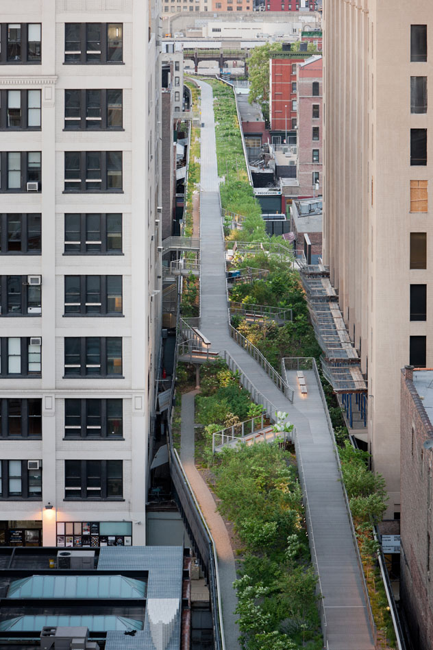 4.Washington Grasslands, aerial view of the High Line over Little West 12th Street photo credit: Iwan Baan © 2009